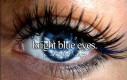 Jasne niebieskie oczy