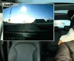 Reakcja rosyjskiego kierowcy na meteoryt w Czelabińsku