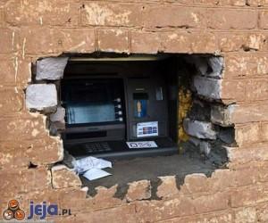 Ciężko dziś się dostać do bankomatu