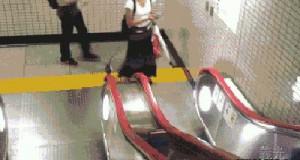 Gołomp vs ruchome schody