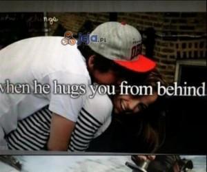 Gdy ktoś przytula Cię od tyłu