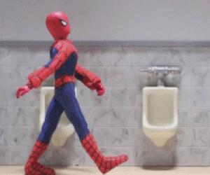 Spiderman w toalecie