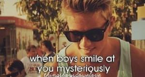 Gdy chłopcy tajemniczo się do Ciebie uśmiechają
