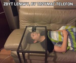 Zbyt leniwy, by trzymać telefon...