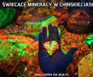 Świecące minerały w chińskiej jaskini