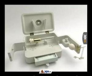 Starannie zapakowany wibrator pełniący rolę urny