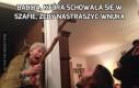 Babcia, która schowała się w szafie, żeby nastraszyć wnuka