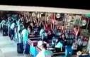 Brazylia: Mężczyzna w supermarkecie
