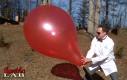 Pękający balon w zwolnionym tempie