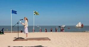 """Latający """"dywan"""" na plaży"""