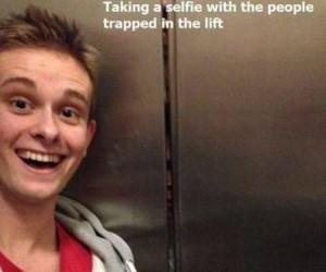 Moje ulubione selfie z ludźmi uwięzionymi w windzie
