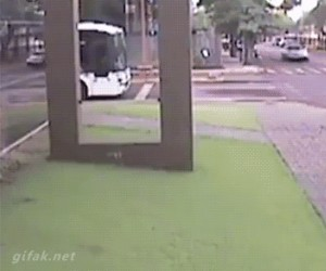 Nie uciekniesz mi, autobusie!
