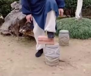 Mistrz Shaolin zdradza tajemną sztukę równowagi + cios zdolny powalić każdego