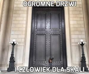 Ogromne drzwi