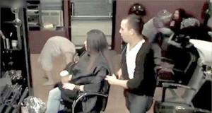 Opętana córka fryzjera nadchodzi