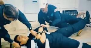Łóżko, które chwyta i przytrzymuje pacjentów w zerowej grawitacji