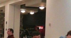 Jak Chińczyk je pizzę?
