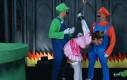 Mario i Luigi próbują uwolnić księżniczkę