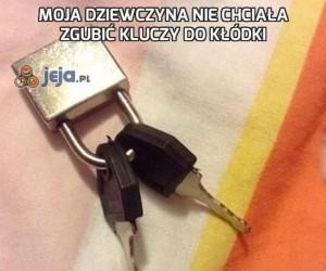 Moja dziewczyna nie chciała zgubić kluczy do kłódki