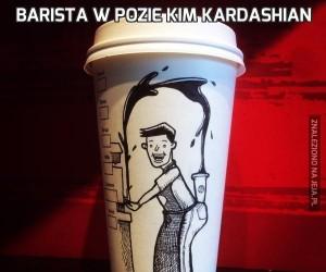 Barista w pozie Kim Kardashian