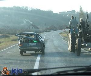 Przechylone auto