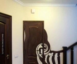 Jakieś zwichrowane te drzwi