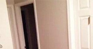 Jak NIE wchodzić do pokoju