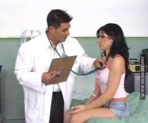 Nie ma nawet stetoskopu w uszach!