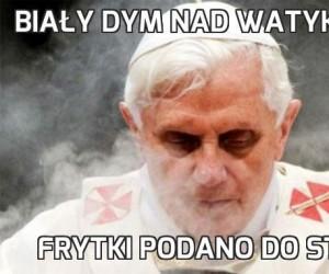 Biały dym nad Watykanem
