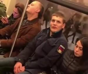 Jak załatwić koledze miejsce w metrze