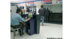 Znudzona ochrona lotniska