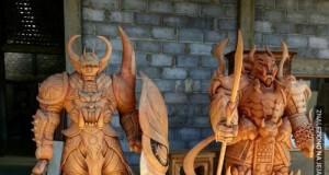 Wojownicy wyrzeźbieni w drewnie