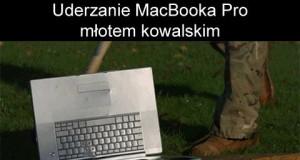 Uderzenie Macbooka Pro młotem kowalskim