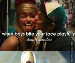 Gdy chłopak zadziornie podgryza Twoją twarz...