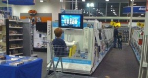 Młody uwielbia chodzić z tatą na zakupy