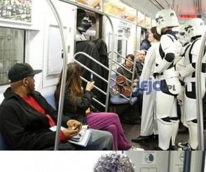 Ludzie w komunikacji miejskiej