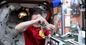 Jedzenie budyniu w kosmosie