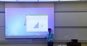 Profesor matematyki popsuł ekran projekcyjny