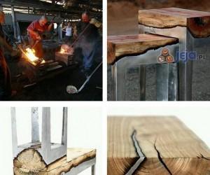 Stopiony metal z drewnem