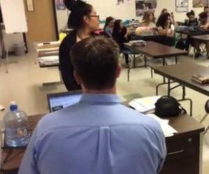 Ten nauczyciel wie, jak radzić sobie z przemocą w klasie