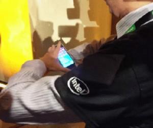 Smartphone zawijany na nadgarstku