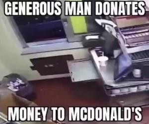 Wspaniałomyślny człowiek oddaje swoje pieniądze McDonaldowi
