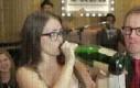 Ten pierwszy raz... gdy pijesz szampana...