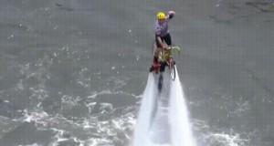 Bo dlaczego by nie polatać nad wodą na rowerze?