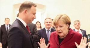 Hände hoch, Merkel!