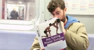 Fakeowe okładki książek w komunikacji miejskiej