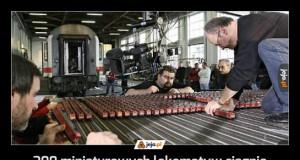 200 miniaturowych lokomotyw ciągnie 48-tonowy wagon przez 10 metrów