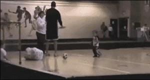 Nigdy nie wiesz gdzie poleci piłka...