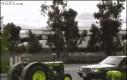 Traktor koło Mercedesa