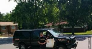 Policjant zatrzymał się, aby kupić od dziewczynki lemoniadę